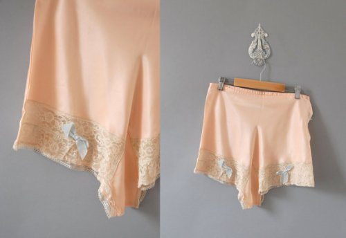 Tap pants with little bows - OMG