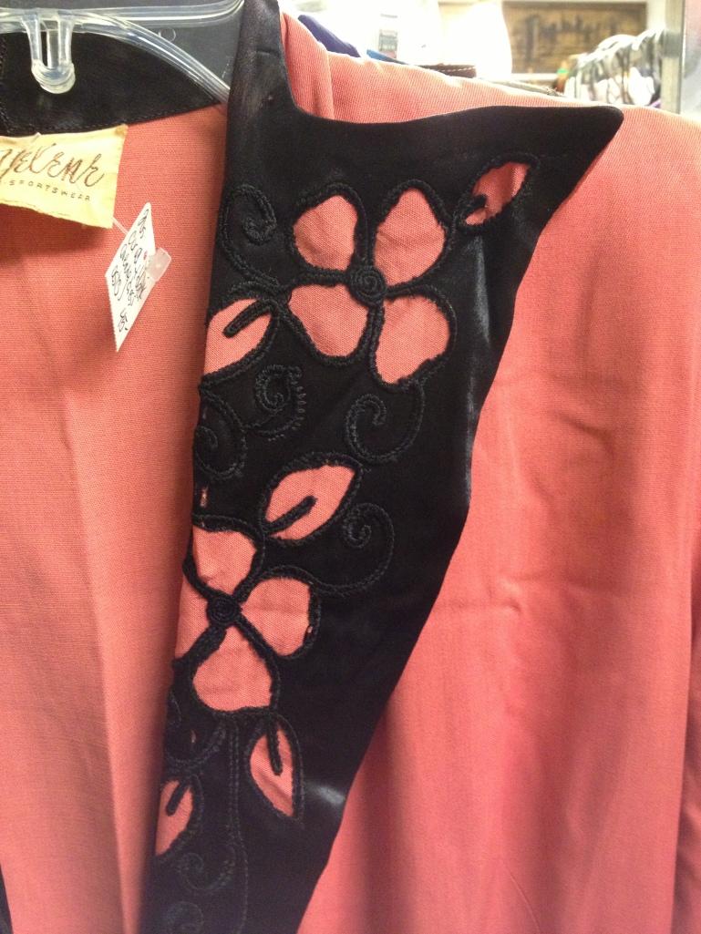 Velvet collar detail at Sweet Lorain