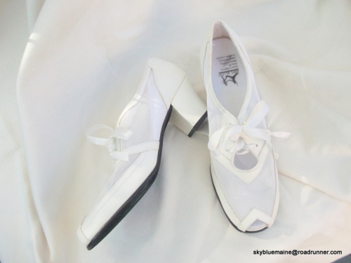 White mesh oxford heels, size 9.5, starting bed $19.99