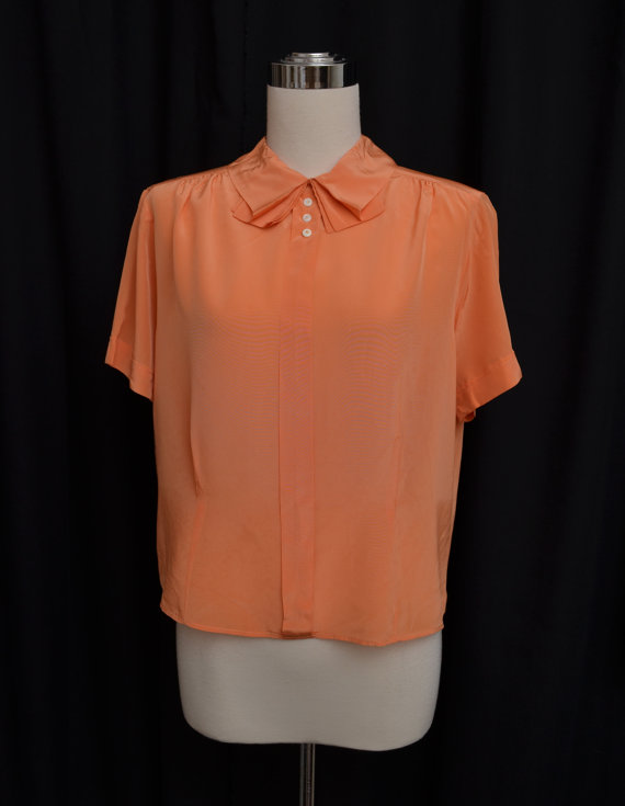 Sweet collar on this 1950's blouse