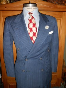 1940's suit and expertly paired accessories