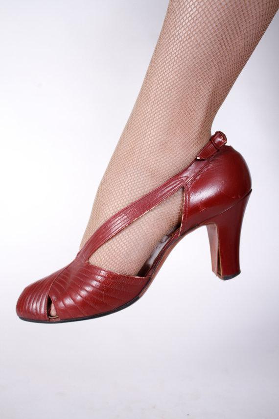 1930's burgundy heels, size 8AA