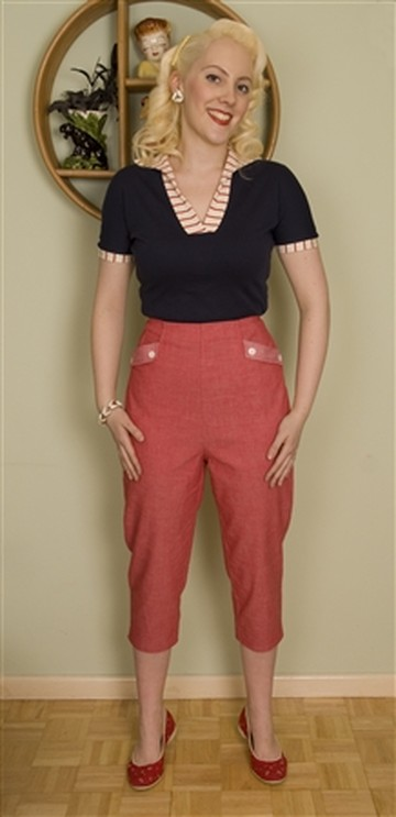 These red denim capri pants are super sassy!