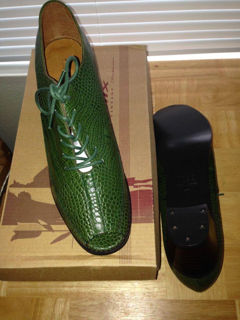 Strider in green, size 10