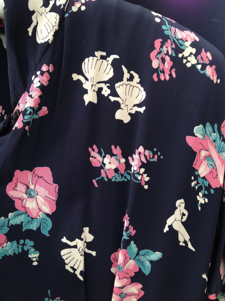 I love a novelty print!  This rayon beauty is still available in the Machine Dance Vintage Etsy shop!