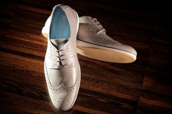 Lurve these light gray wingtips