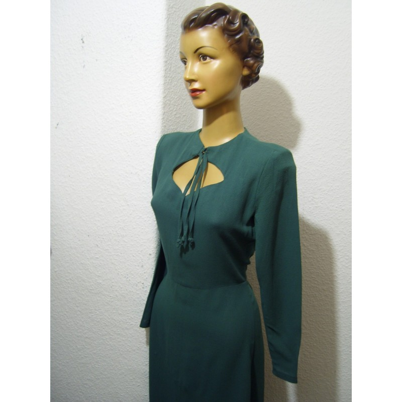 Green AND a keyhole neckline!